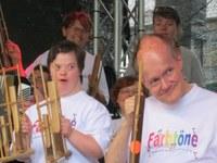 18. Juli 2015: Farbtöne spielen bei ALLES MUSS RAUS!