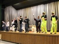 18. November 2016: Theatergruppe LABADU tritt bei Abschlussveranstaltung des Stuhlprojekts auf