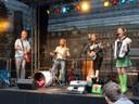 The Beez mit Musikern