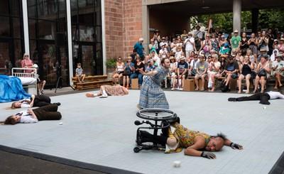 "Stopgap Dance Compagnie mit ""Frock"""